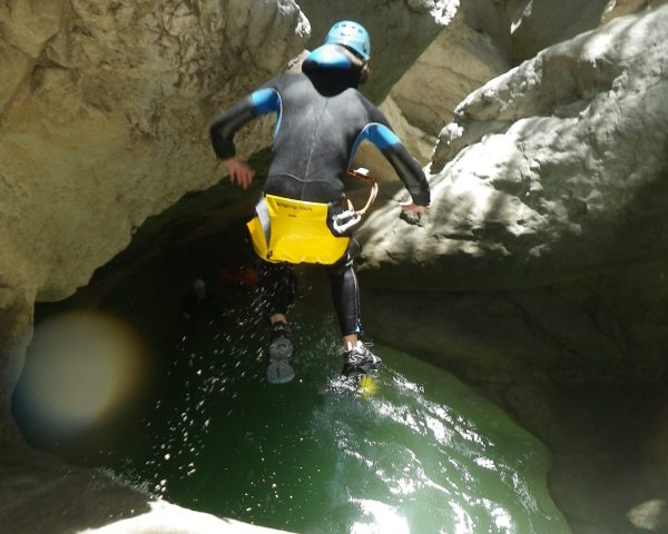 A big jump in Riolan, difficult canyoneering near Nice